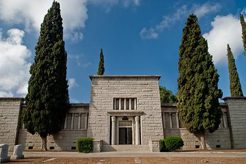 mausoleum-3_w480